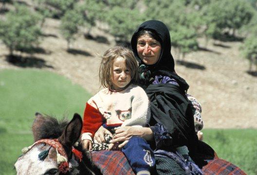 Bakhtiarin mit Kind im Kuhrang Tal