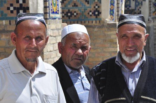 Usbeken mit traditioneller Kopfbedeckung
