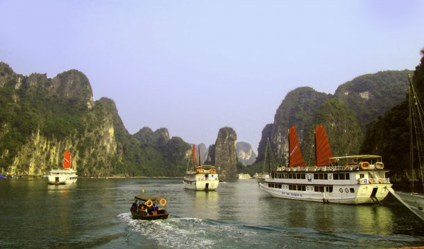 Dschunken in der Halong Bay