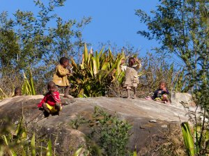 Madagaskar-spielende-Kinder