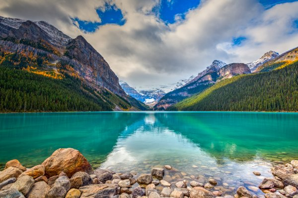 Kanada - Lake Louise im Banff-Nationalpark; Foto: BGSmith/Shutterstock.com